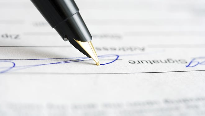 Stock photo: Signing contract
