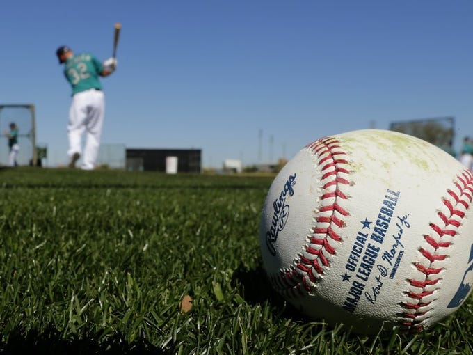 Seattle Mariners catcher Steve Clevenger warms up to bat during spring training baseball practice Saturday, Feb. 20, 2016, in Peoria, Ariz.
