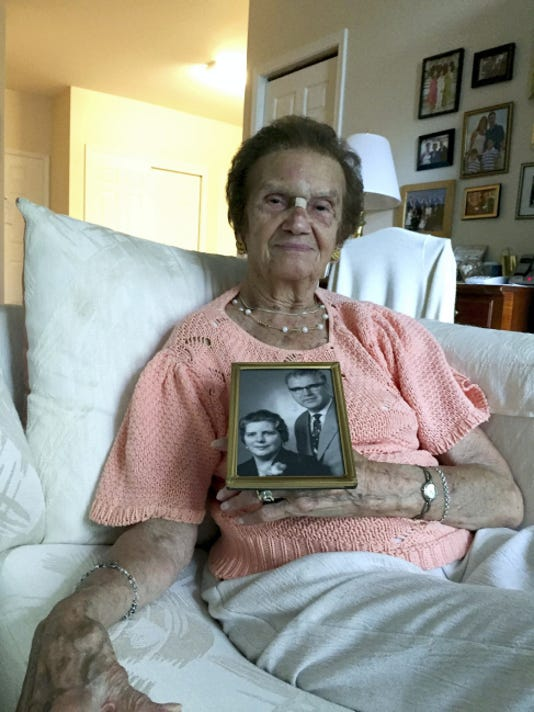 Bluma Shapiro holds a photo of Otto and Enda Busse, a German couple who helped Jews during the Holocaust.
