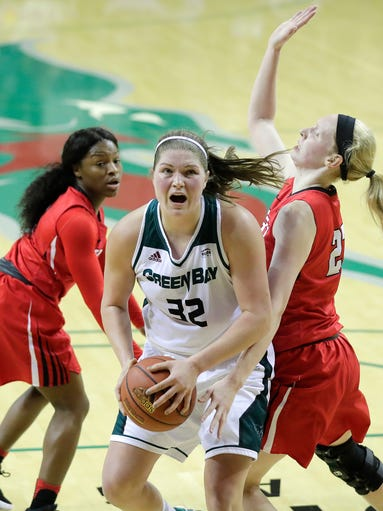 Green Bay Phoenix forward Karly Murphy (32) spins past