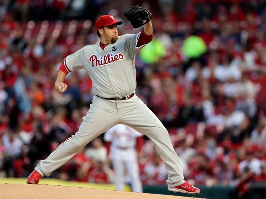 Philadelphia Phillies starting pitcher Aaron Harang throws during the first inning of a baseball game against the St. Louis Cardinals Wednesday, April 29, 2015, in St. Louis. (AP Photo/Jeff Roberson)