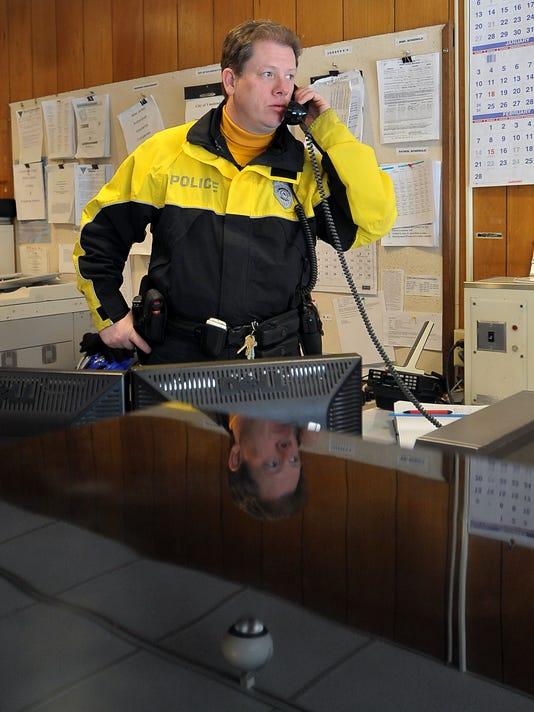 -Vineland Police Front Desk 4.jpg_20100122.jpg