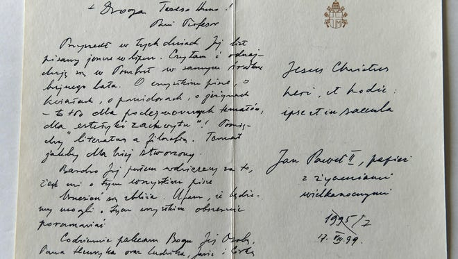 A card written by Pope John Paul II on July 17, 1999 to Professor Anna-Teresa Tymieniecka included greetings to her husband and children.