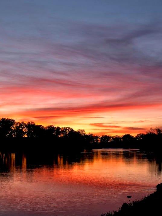 -Missouri River Sunset.jpg_20131021.jpg