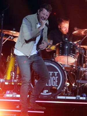 Brett Eldredge performs at Bridgestone Arena Friday, November 11, 2016.