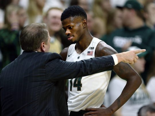 Michigan State Spartans coach Tom Izzo talks to Spartans guard Eron Harris during the first half of a game against Rutgers.