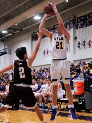 Wylie guard Dylan Isenhower (21) shoots over Brownwood's Blake Bronniman (2) during the Bulldogs' 81-37 win on Friday, Feb. 9, 2018 at Bulldog Gym.
