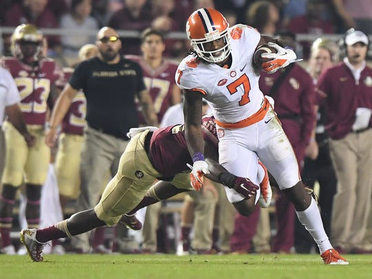 Clemson wide receiver Mike Williams (7) makes a reception against Florida State on Oct. 29, 2016.