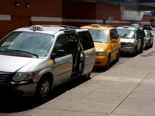636390171403552717-taxidrivers-081117-ES01.JPG