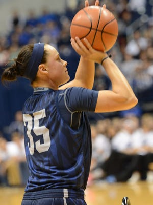 Xavier's Jenna Crittendon hit a key shot late in the game to help the Musketeers prevail.
