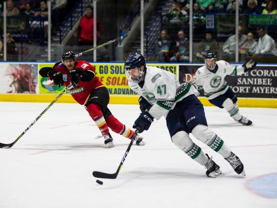 Florida Everblades defenseman Logan Roe carries the