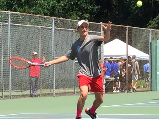 635986759616225687-Alex-Fedor-South-tennis.jpg