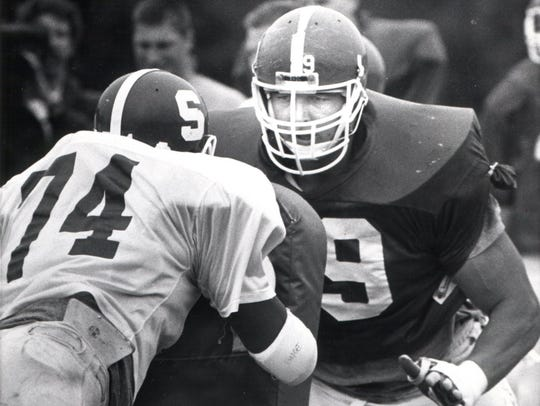 MSU offensive tackle Tony Mandarich during blocking