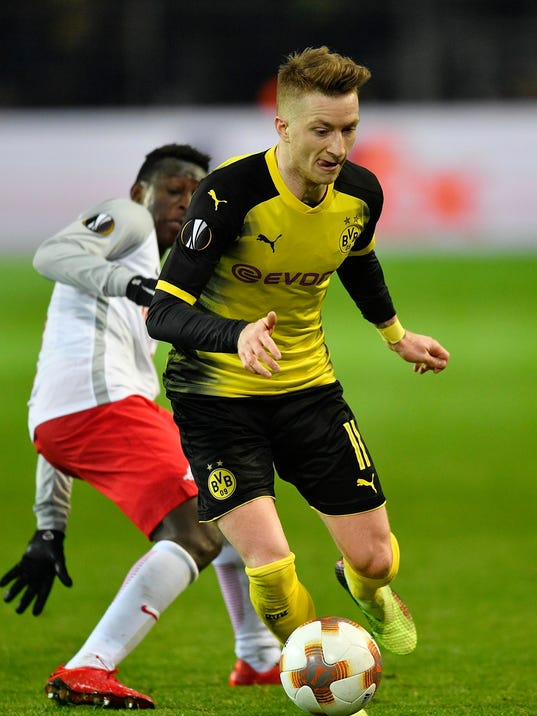 Dortmund's Marco Reus challenges for the ball during the Europa League soccer match between Borussia Dortmund and FC Salzburg in Dortmund, Germany, Thursday, March 8, 2018. (AP Photo/Martin Meissner)