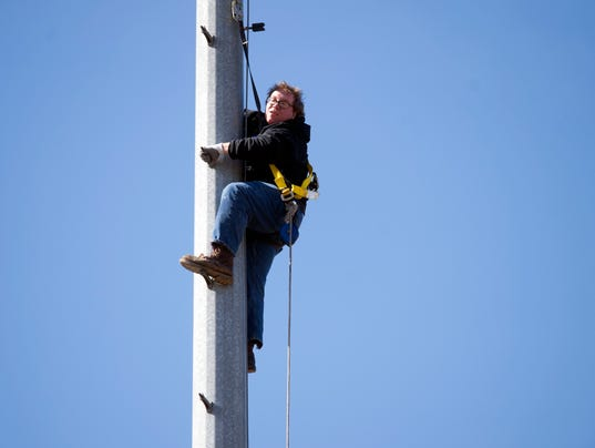 Man On Fire Pole : Knoxville firefighters rescue man dangling from pole on ut