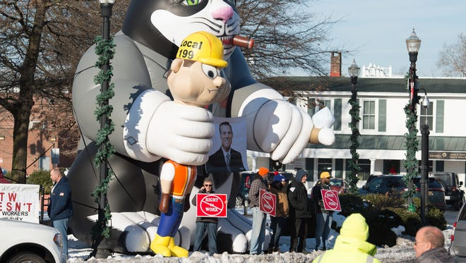Union workers demonstrate in Georgetown before Sussex County Council votes on a proposed right-to-work ordinance.