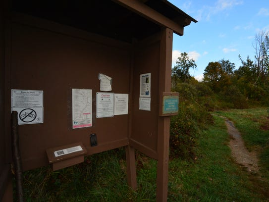 The trailhead for Lion's Head, where maps are available.