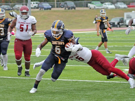 Marcel Newsom of Mississippi College runs for a touchdown