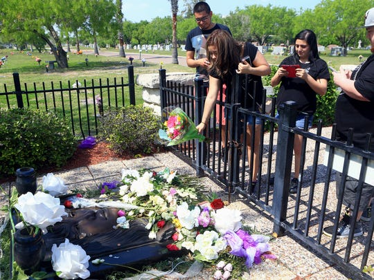 Mariela Garcia from Ft. Worth tosses a bouquet of roses