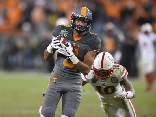 Tennessee wide receiver Josh Malone (3) makes 59-yard