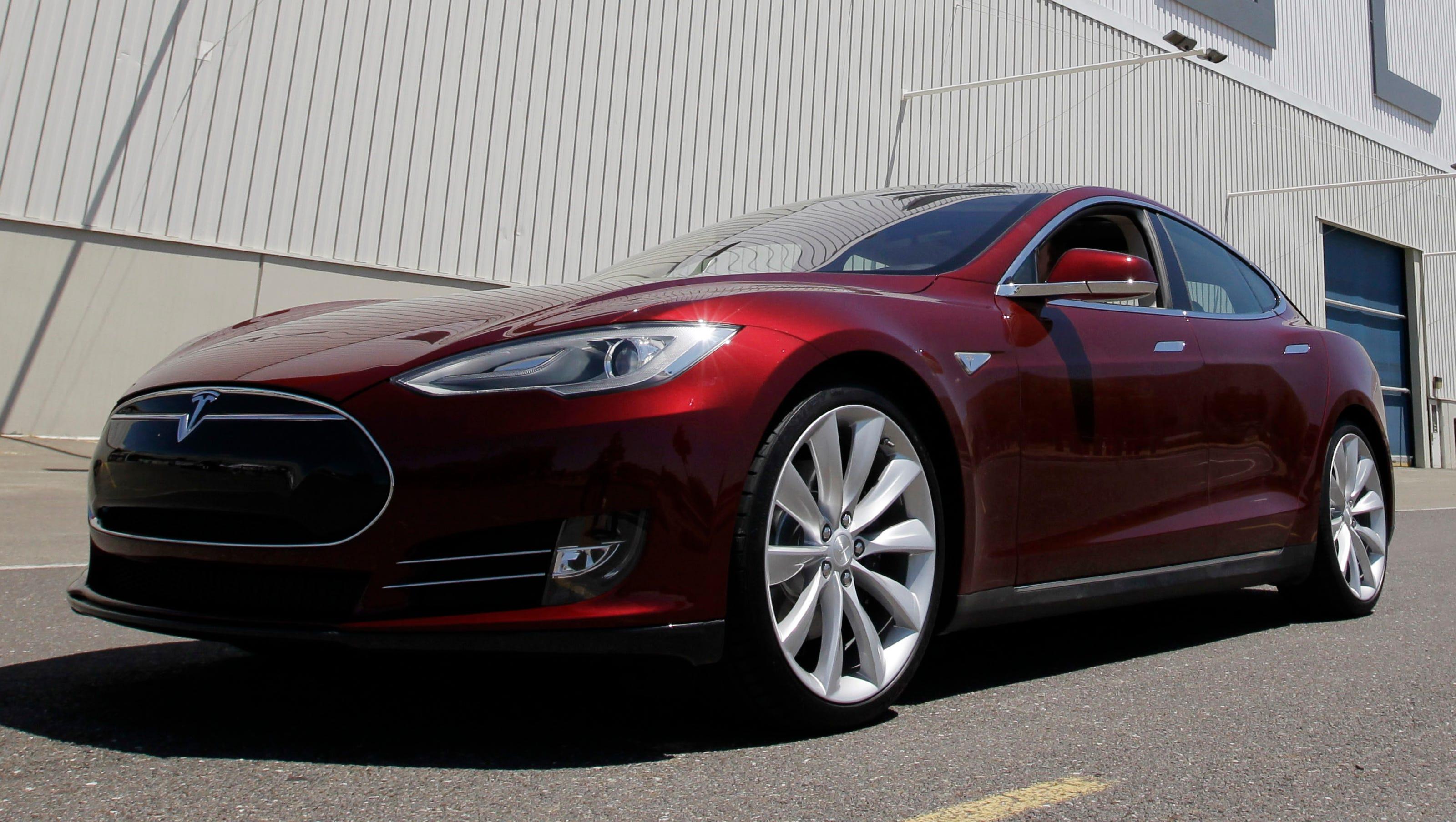 Tesla Drivers Play Jenga Sleep Using Autopilot In Nerve Wracking Videos