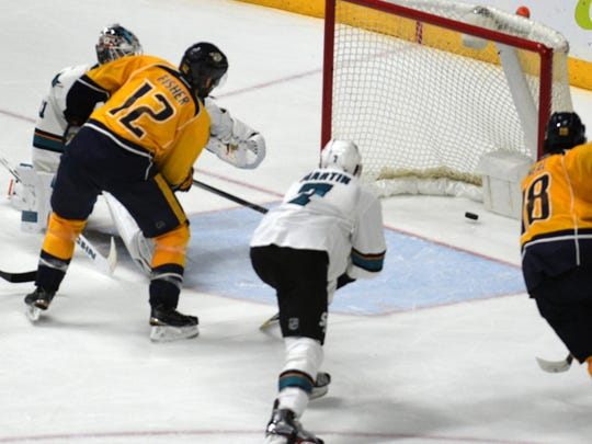 Nashville Predators center Mike Fisher (12) scores