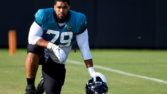The Patriots signed former Jacksonville defensive tackle Carl Davis to the practice squad late Wednesday.