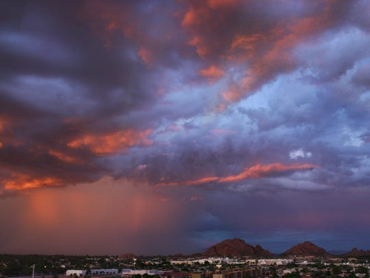 Dust and rain move west through Scottsdale Monday Sept.