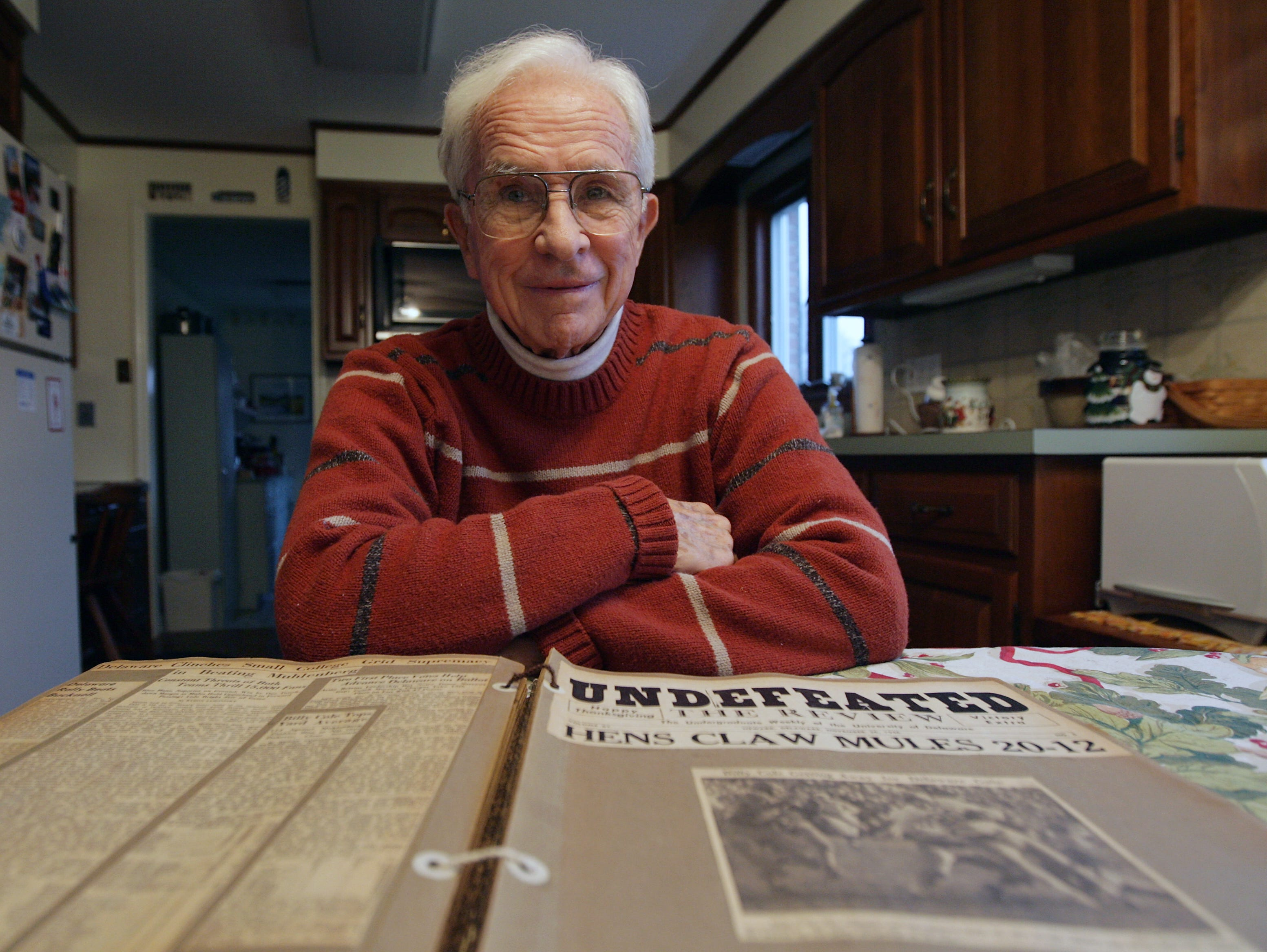 Delaware Sports Hall-of-Famer Bill Cole, who distinguished himself as a University of Delaware athlete and William Penn High coach, died Saturday night after a long illness.