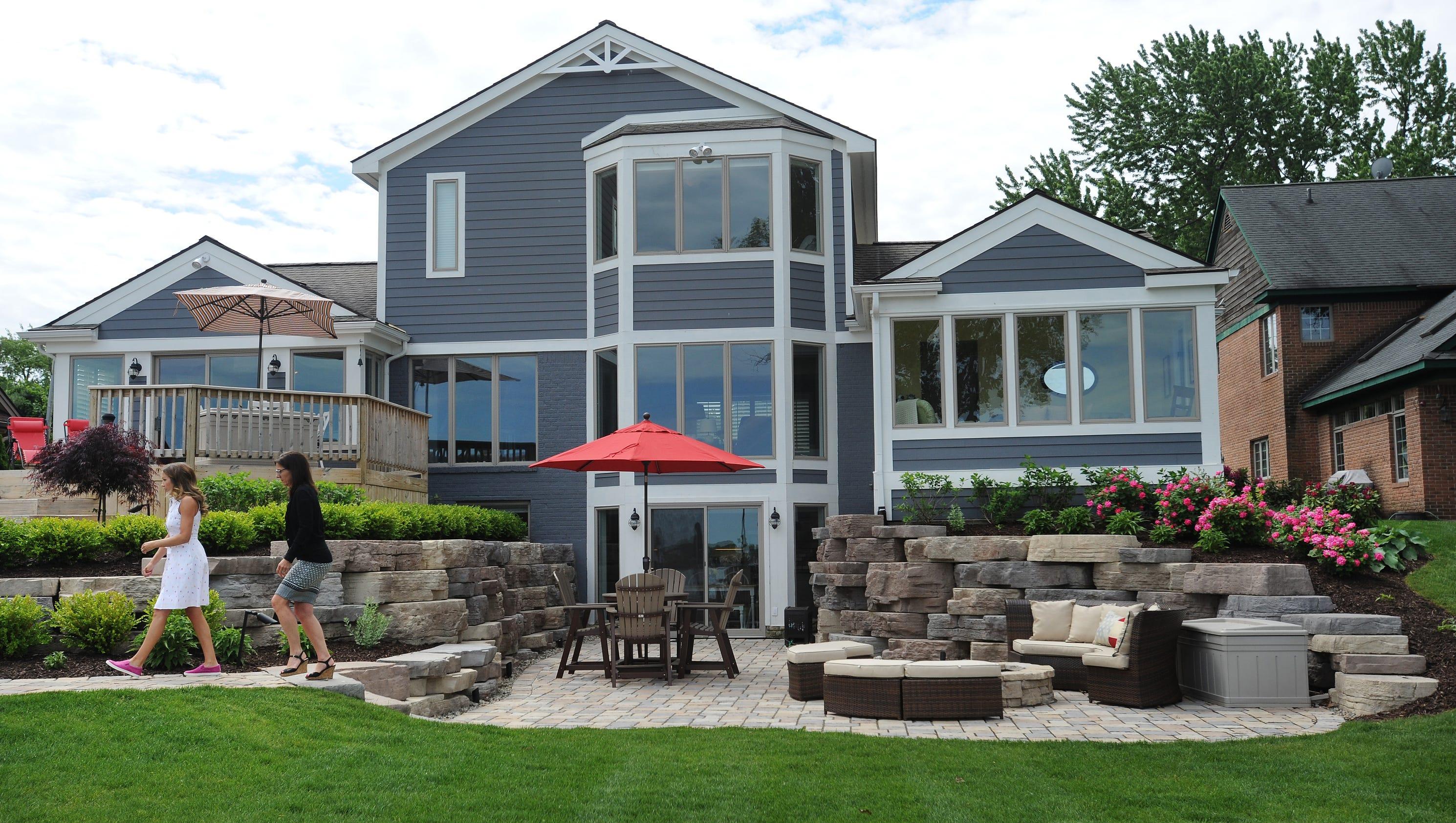 Sylvan lake home garden tour spotlights classic beach house for Classic house tour