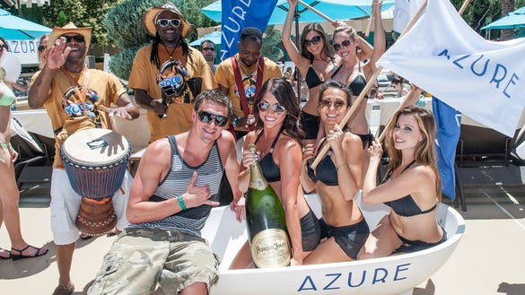 Ryan Lochte with the Azure gals champagne and drummers YOLO at AZURE Luxury Pool at The Palazzo Las Vegas 2 (2)