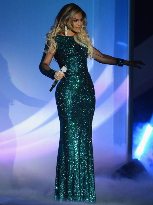 Beyonce shakes up BRIT Awards in sparkly teal gown