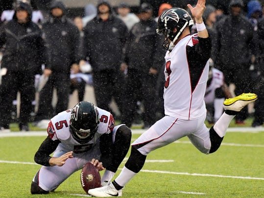 Atlanta Falcons' Matt Bryant (3) kicks a field goal in the rain during the second half of an NFL football game against the New York Jets, Sunday, Oct. 29, 2017, in East Rutherford, N.J. (AP Photo/Bill Kostroun)