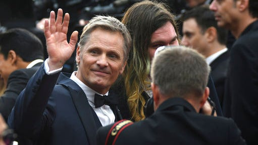 """FILE - In this Feb. 26, 2017 file photo, Viggo Mortensen arrives at the Oscars, at the Dolby Theatre in Los Angeles. Mortensen is joining a protest by Argentine actors against the government's decision to fire the head of the country's film institute. In a video posted online, Mortensen also calls President Mauricio Macri a """"neoliberal braggard"""" who seeks to plunder Argentina's thriving film industry. The Danish-American actor lived until age 11 in Argentina, where he learned fluent Spanish and returns often to the South American country."""