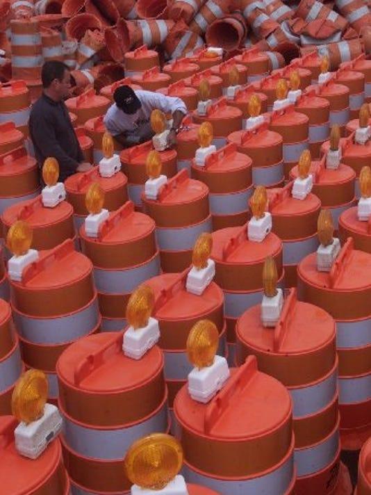 635775915970223715-orangebarrelslights