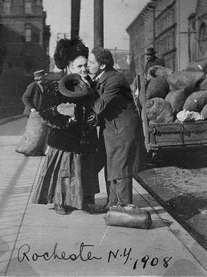 Harry Houdini kissing his mother, Cecilia Steiner Weiss, in Rochester. But where?