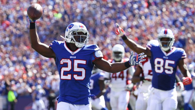 Buffalo Bills running back LeSean McCoy (25)  scores a touchdown during the first half of an NFLgame against the Arizona Cardinals on Sunday, Sept. 25, 2016, in Orchard Park, N.Y.