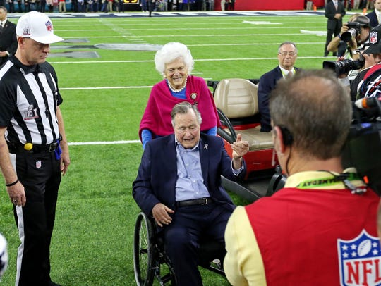 George H.W Bush does the coin toss before Super Bowl