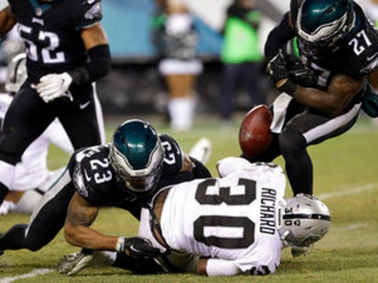 Eagles safety Rodney McLeod (23) tackles Raiders running