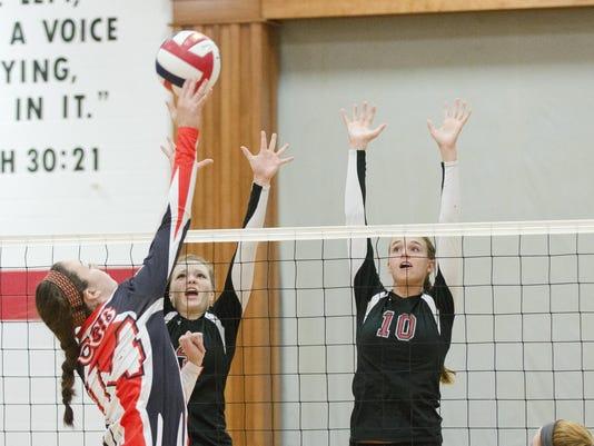 9-22-15_MAN_S Manitowoc Lutheran Volleyball_0004