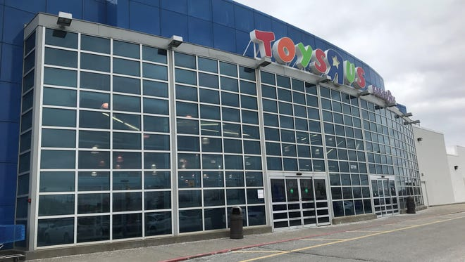 Toys R Us and Babies R Us sites should have suitors, experts say.