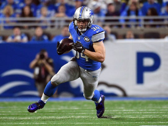 Jan 1, 2017; Detroit, MI, USA; Lions fullback Zach Zenner runs the ball during the second quarter against the Green Bay Packers at Ford Field.
