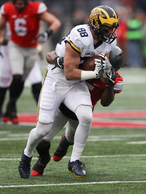 Michigan's Jake Butt catches a pass against Ohio State during the second half Saturday, Nov. 26, 2016 at Ohio Stadium.