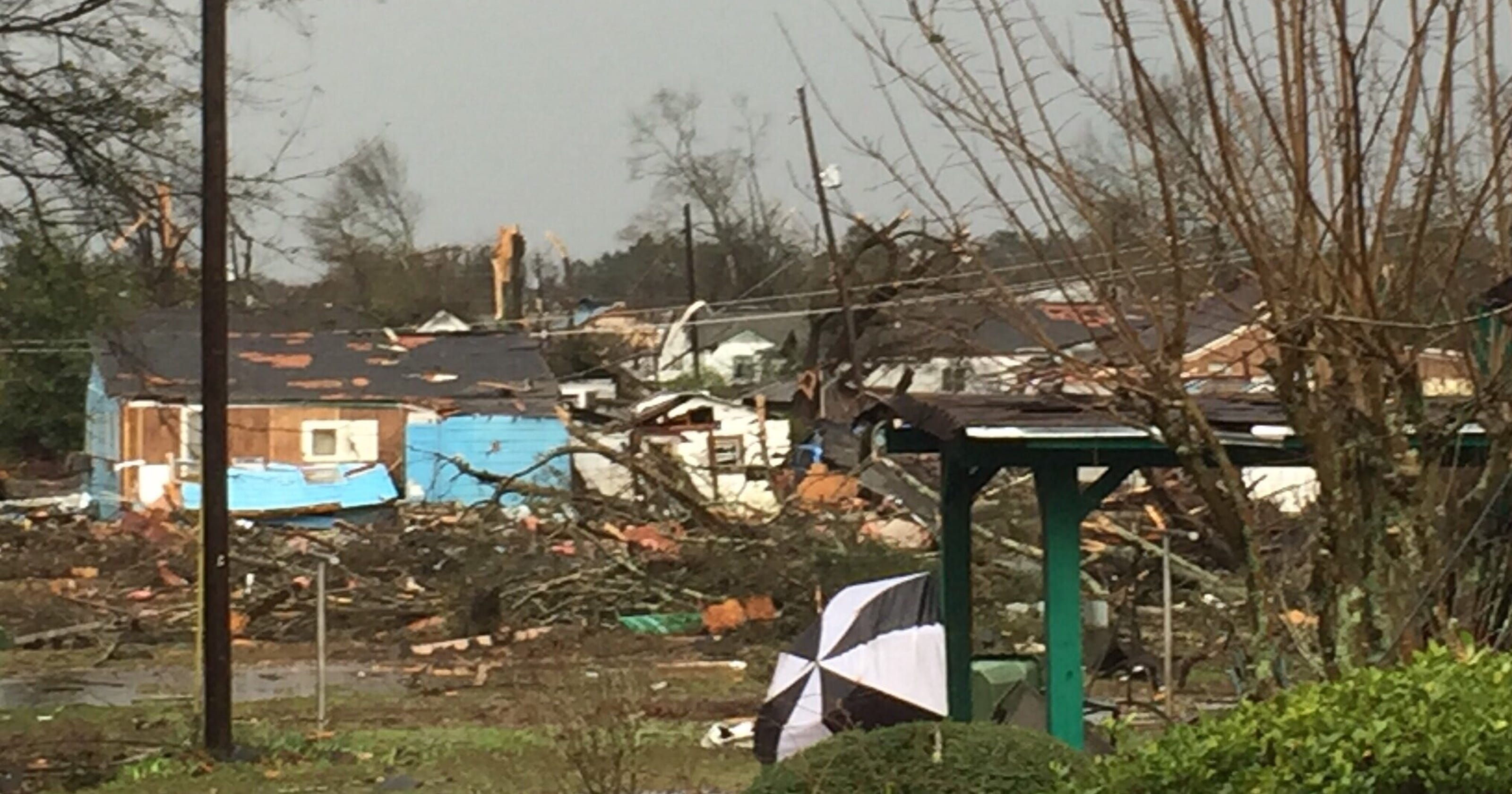 Tornado rips through southern Mississippi, leaving 4 dead