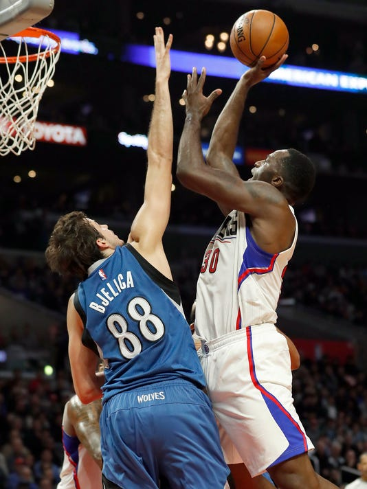 Los Angeles Clippers forward Brandon Bass, right, shoots as Minnesota Timberwolves forward Nemanja Bjelica, left, defends during the first half of an NBA basketball game, Thursday, Jan. 19, 2017, in Los Angeles. (AP Photo/Ryan Kang)