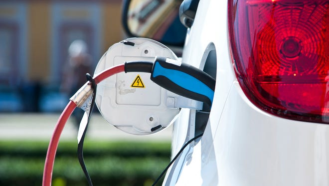 The daily driving distance for a driver in United States averages 30 miles per day. The average range of any electric vehicle is now above 100 miles