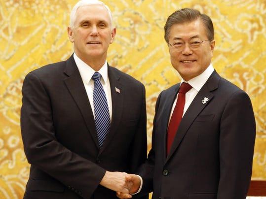 Moon Jae-in,Mike Pence