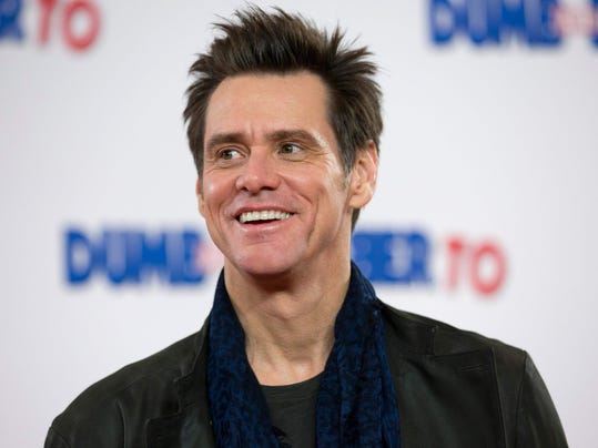 FILES-ENTERTAINMENT-US-FILM-CARREY-GIRLFRIEND-SUIT