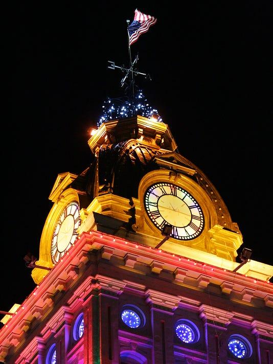 Licking County Courthouse Christmas Holiday Lighting