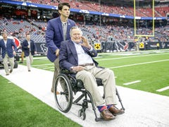 Former VP Dan Quayle, Dan Coats, Mitch Daniels and others react to 41st President George H.W. Bush's death